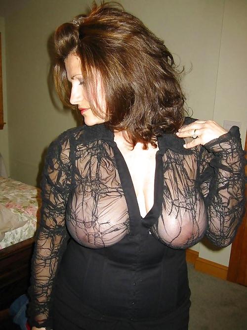 Милфы с недотрахом позируют в нижнем белье и голышом 4 фото