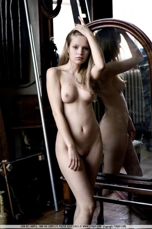 Красивая эротика с няшной худышкой 11 фото