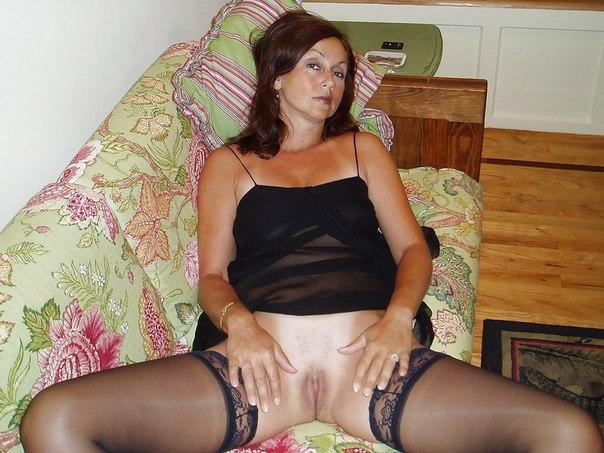 Зрелые женщины хвастаются своими бритыми вагинами 11 фото