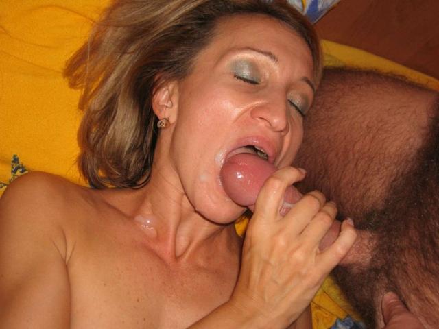 Любящие жены берут в рот члены своих мужей 21 фото