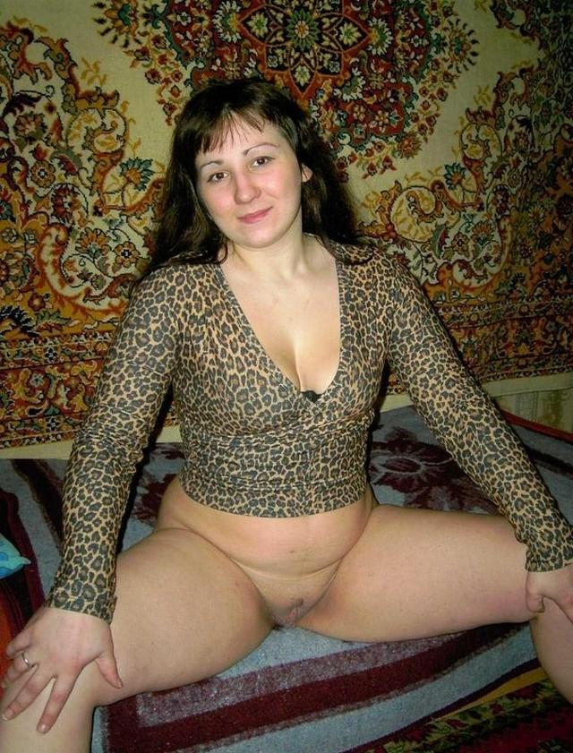 Зрелые женщины веселятся и показывают щелочки 19 фото