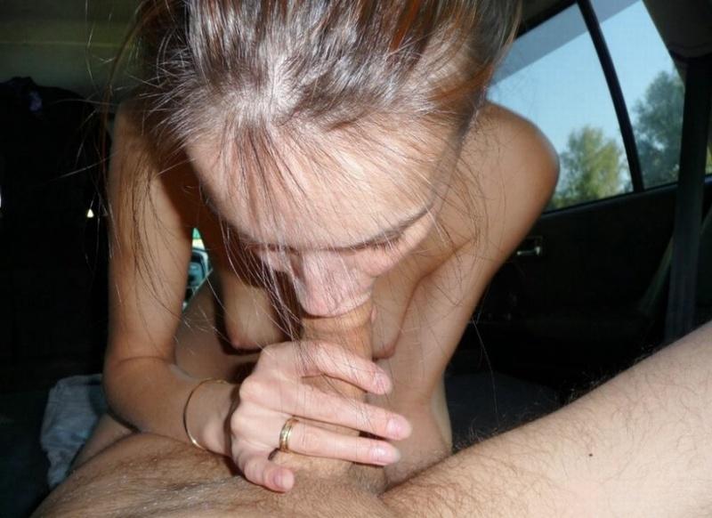 Худая жена сосет в Ниссане посреди леса и раздевается в квартире 8 фото