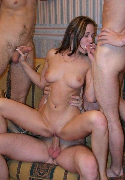 Барышни мастурбируют киски и сосут члены кавалеров 2 фото