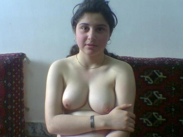 Замужние женщины старше 30 раздеваются перед мужиками 3 фото