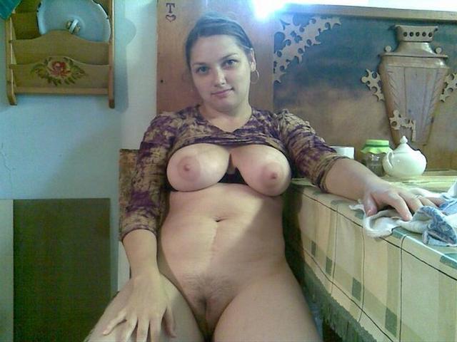 Замужние женщины старше 30 раздеваются перед мужиками 7 фото