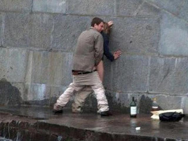 Развратные пары трахаются в публичных местах и на природе 4 фото