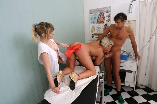 Пошлые медсестры зашли в ординаторскую к врачам и устроили групповуху 46 фото