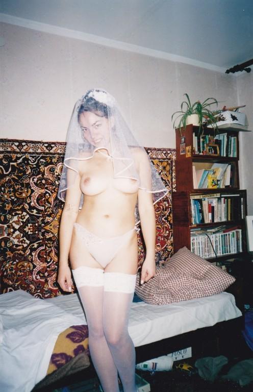 Жопастая бурятка позирует в чулках в медовый месяц 2 фото