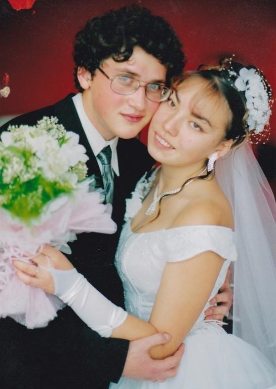 Жопастая бурятка позирует в чулках в медовый месяц 1 фото