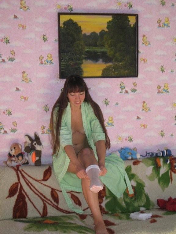 Жопастая бурятка позирует в чулках в медовый месяц 16 фото