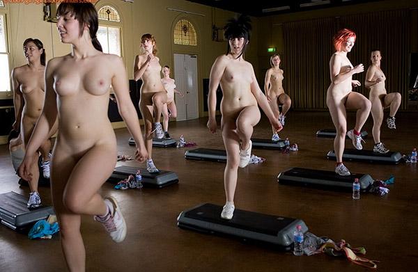 Стройные девушки голышом занимаются фитнесом 12 фото