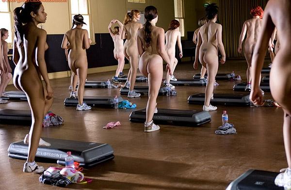 Стройные девушки голышом занимаются фитнесом 15 фото