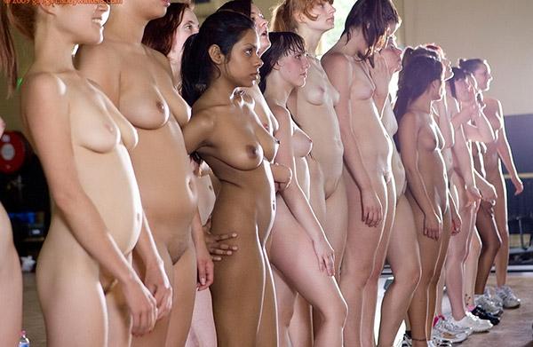 Стройные девушки голышом занимаются фитнесом 16 фото