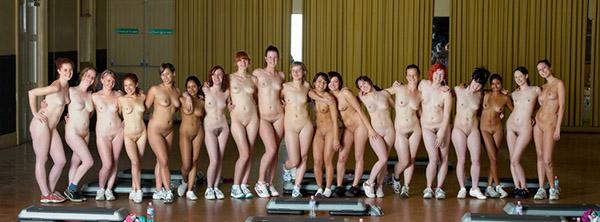 Стройные девушки голышом занимаются фитнесом 19 фото