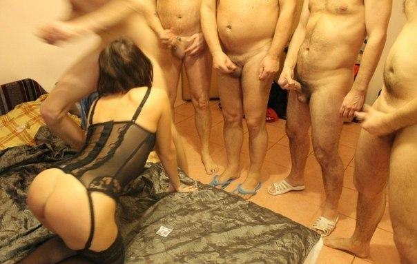 Бывшие жены вываливают сиськи и раздвигают руками ягодицы 2 фото