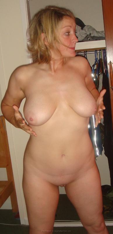 Блонда станцевала, искушая большими буферами и аккуратной щелкой 3 фото