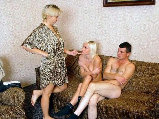 Подборка домашнего разврата от русских давалок 2 фото