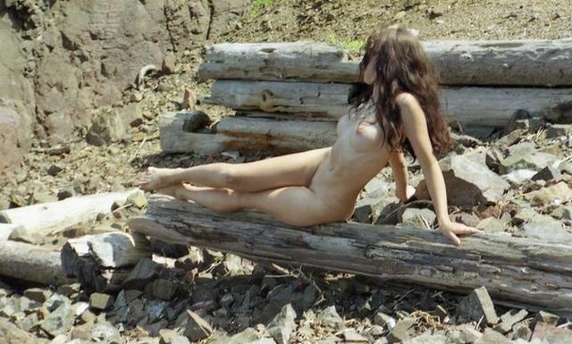 Сборник стройных нудисток на природе 3 фото