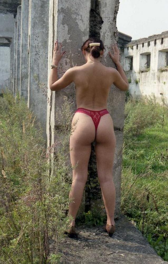 Сборник стройных нудисток на природе 2 фото