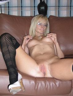 Зрелая блондинка с прекрасной физической формой