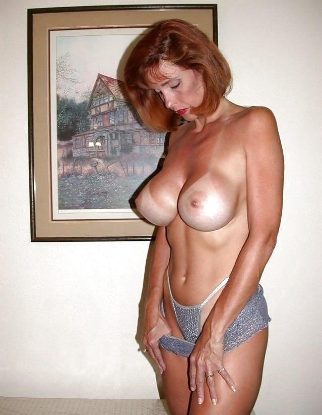 Сексуальные персоны показывают свои большие сиськи 13 фото