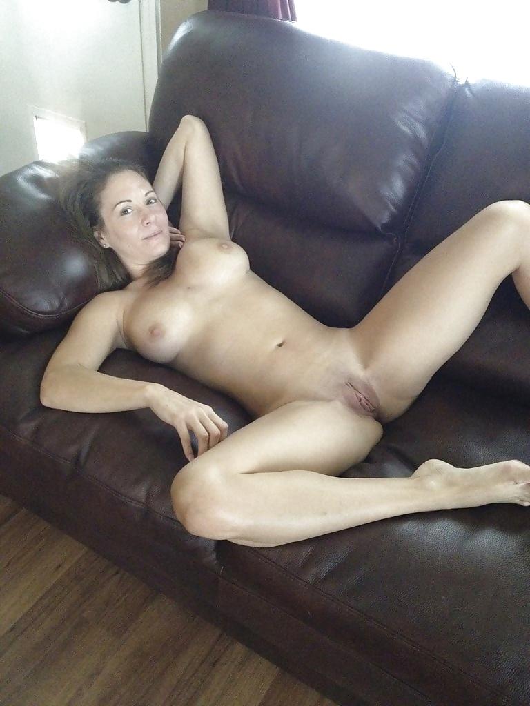 Сексуальные персоны показывают свои большие сиськи 8 фото