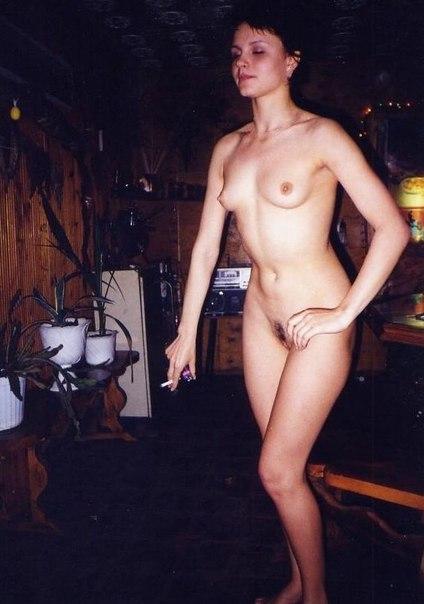 Мокрощелки сверкают на кровати сиськами и письками 39 фото