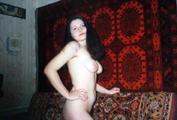 Мокрощелки сверкают на кровати сиськами и письками 41 фото