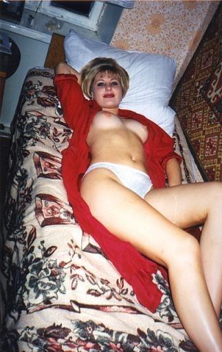 Мокрощелки сверкают на кровати сиськами и письками 44 фото