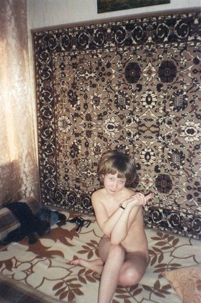 Мокрощелки сверкают на кровати сиськами и письками 6 фото