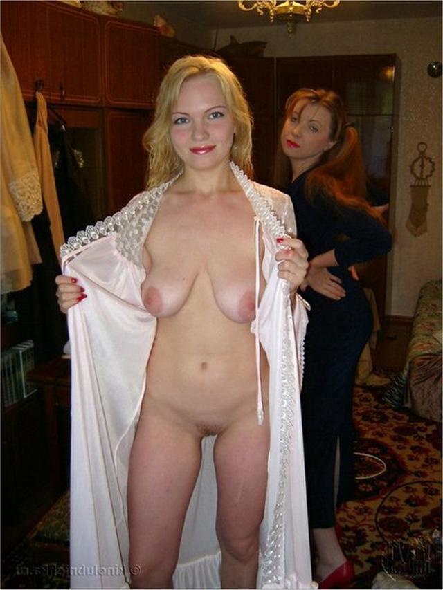 Подружки устраивают себе мастурбацию кисок 3 фото
