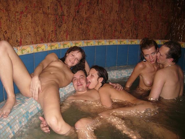 Пьяная оргия в джакузи с русскими давалками 11 фото