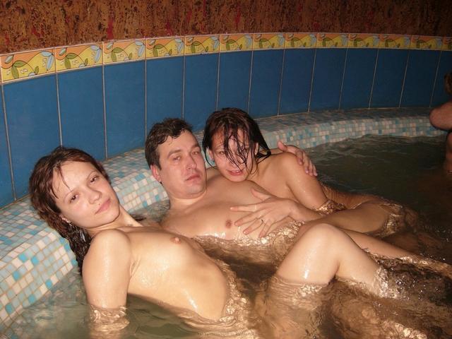 Пьяная оргия в джакузи с русскими давалками 20 фото