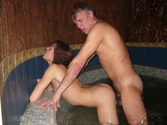 Пьяная оргия в джакузи с русскими давалками 29 фото