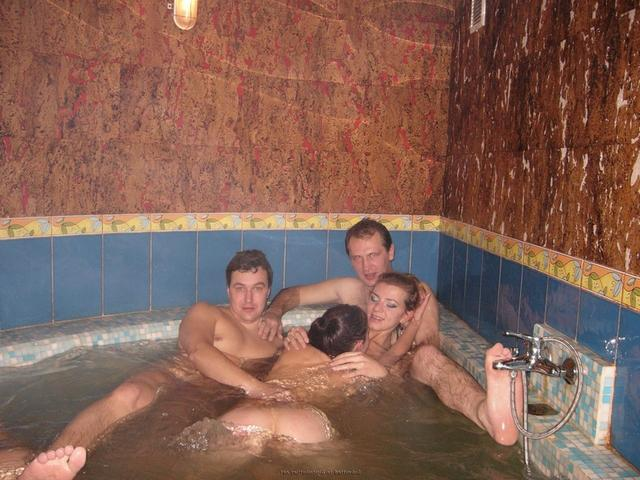 Пьяная оргия в джакузи с русскими давалками 32 фото