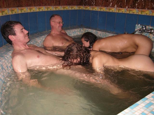 Пьяная оргия в джакузи с русскими давалками 26 фото