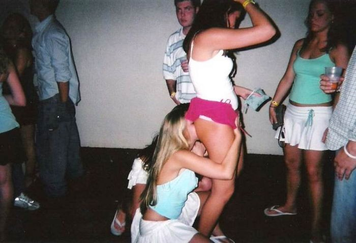 Парни дембельнулись и попали на пьяную оргию 6 фото