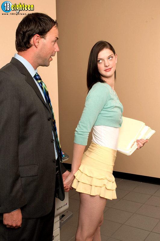 Развратная секретарша дождалась босса и получила трах 3 фото