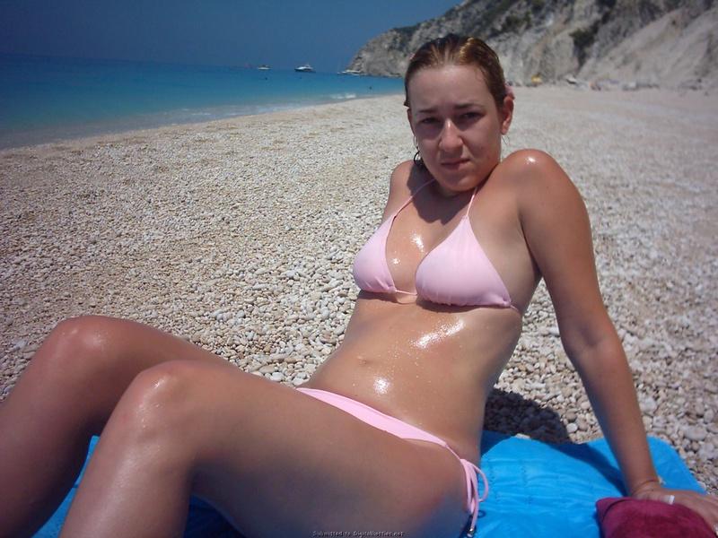 Муж снял голенькую женушку и выложил в сеть 29 фото