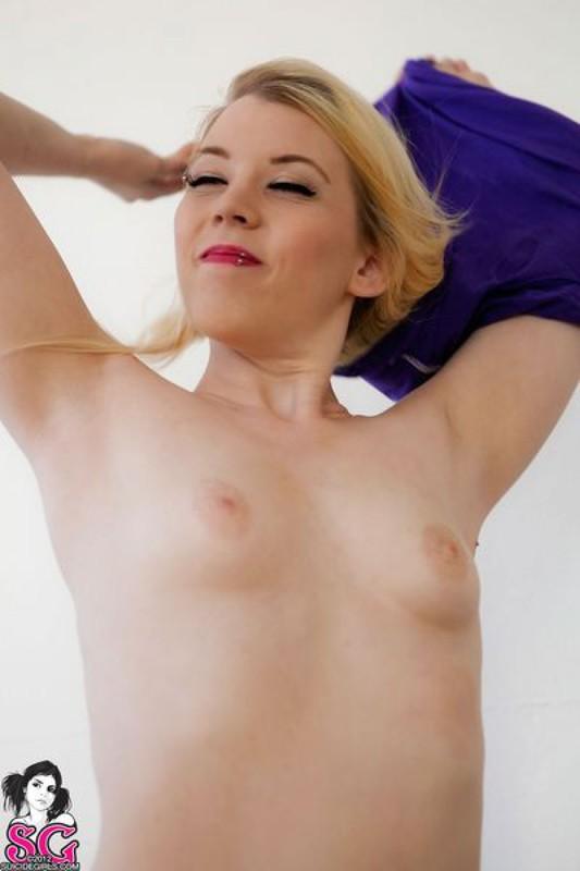 Блондинка из Америки засветила голые титьки 24 фото