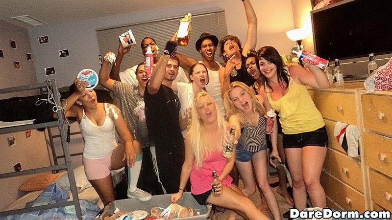 Прекрасная сборка группового порева на вечеринках 1 фото