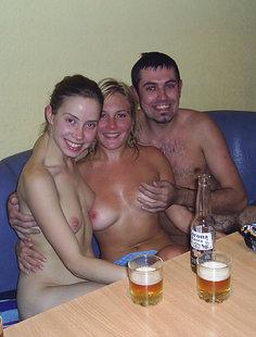 Поход с двумя девками в сауну