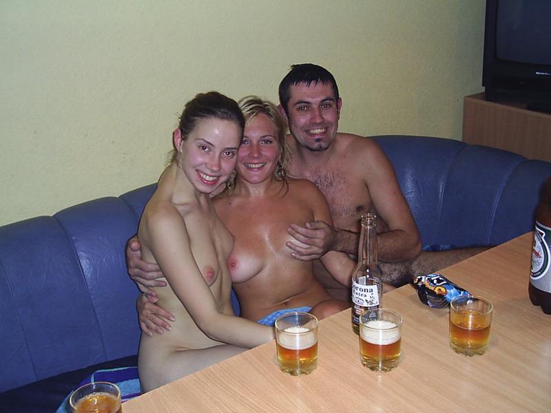 Поход с двумя девками в сауну 9 фото