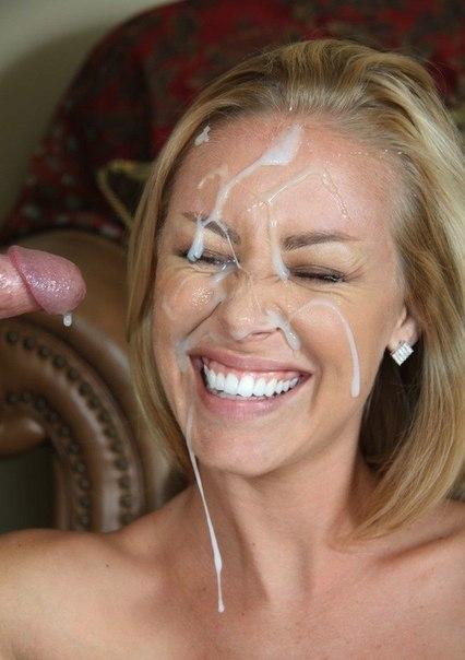 На лица сочных девочек летит сперма 1 фото