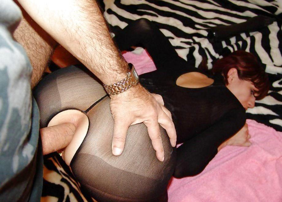 Мужские члены плавно входят в анальные дырки телок 20 фото