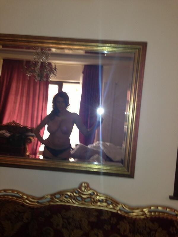 Болшегрудая латинка присылает мужу эро-селфи с курорта 12 фото