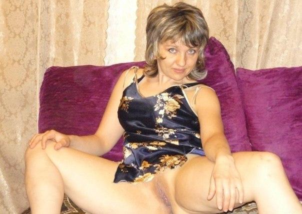 Сексуальные мамочки раздеваются в домашней обстановке 2 фото