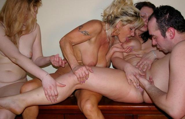 Мамочки дома хвастаются своими растянутыми вагинами 10 фото
