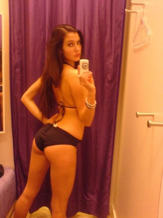 Грудастые славянки снимают себя в зеркале без одежды 5 фото