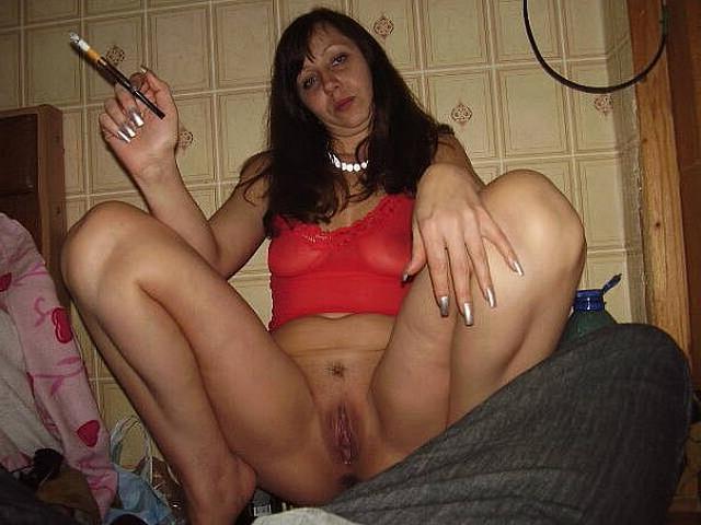 Голые тётки за 30 развлекаются мастурбацией дома 3 фото